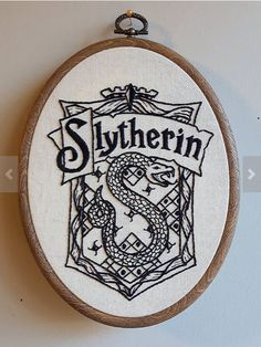 New Embroidery Hoop Cross Stitch Harry Potter 38 Ideas Cross Stitch Harry Potter, Harry Potter Quilt, Arte Do Harry Potter, Geek Cross Stitch, Harry Potter Gifts, Cross Stitch Patterns, Hand Embroidery Patterns, Embroidery Art, Cross Stitch Embroidery