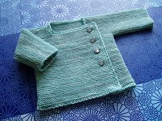 An adorable knit. Pattern source: Erika Knight / Simple Knits for cherished Babies (modified)  Yarn: Curious Yarns sock yarn, Ocean  Needles: 3 mm  Crochet hook: 2,5 mm