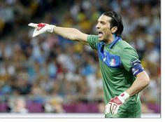 Barzagli e Buffon commossi alla fine della gara con la Germania a cura di Redazione - http://www.vivicasagiove.it/notizie/barzagli-buffon-commossi-alla-fine-della-gara-la-germania/