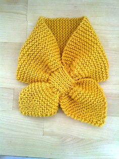 baby scarf OR make it a bit bigger for me? : baby scarf OR make it a bit bigger for me? Gilet Crochet, Knit Or Crochet, Crochet Baby Jacket, Baby Hats Knitting, Baby Knitting Patterns, Crochet Patterns, Diy Crafts Knitting, Diy Crafts Crochet, Toddler Scarf