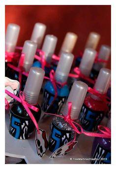 Ideas para fiesta de cumpleaños con los personajes de Monster High. Encuentra todos los artículos para tu fiesta en nuestra tienda en línea: http://www.siemprefiesta.com/fiestas-infantiles/ninas/articulos-monster-high.html?utm_source=Pinterest&utm_medium=Pin&utm_campaign=MonsterHigh