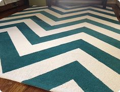 DIY Painted Chevron Rug. Making a black and white one for the living room!