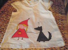 Camiseta Caperucita y el lobo / CoLoRíN CoLoReTe - Artesanio