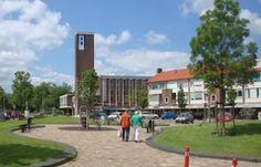 Euterpeplein met nog niet afgebroken Opstandingskerk