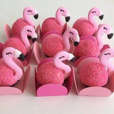 No photo description available. Pink Flamingo Party, Flamingo Cake, Flamingo Birthday, Baby Shower Sweets, Girl Baby Shower Decorations, Party Sweets, Candy Party, Pool Party Cakes, Bar A Bonbon