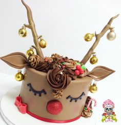 Rudolph the red nosed reindeer cake Christmas cake Christmas Deserts, Christmas Brunch, Christmas Baking, Christmas Treats, Christmas Cakes, Christmas Cake Designs, Christmas Cake Decorations, Gold Decorations, Christmas Birthday Cake