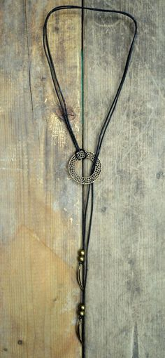 Lariat Necklace ( Lasso and Y ) lace black or dark brown leather, feathers and ring, navajo boho style by Amalgame Lariat Necklace, Leather Necklace, Leather Jewelry, Wire Jewelry, Boho Jewelry, Jewelry Crafts, Beaded Jewelry, Jewelry Accessories, Diy Accessories