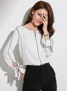 Shop Color-blocked O-neck Tied Chiffon Blouse at EZPOPSY. Winter Fashion Casual, Casual Winter, Women's Casual, New Blouse Designs, Mode Online, Summer Outfits Women, Women's Fashion Dresses, Emo Fashion, Shirt Blouses