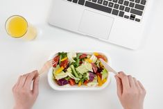 [Actu] Comment les personnes occupées peuvent-elles bien manger ? - Herbal life blog Herbalife, Mexican, Ethnic Recipes, Kitchen, Food, Eating Well, Cooking, Kitchens, Essen