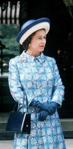 1972 Queen Hat, Queen Dress, King Queen, Queen Of England, England Uk, Young Queen Elizabeth, Fashion Artwork, Elisabeth Ii, British Royal Families