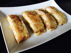 Recept na slaný závin se šunkou a sýrem je další skvělou variantou. Slaný závin se šunkou a sýrem můžete prakticky naplnit čímkoliv. Šunka se sýrem je klasika.