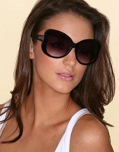 ASOS - Lunettes de soleil papillon oversize style Kate Moss at asos.com 08ca6e787190