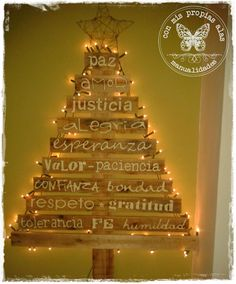 * Con Mis Propias Alas *: DESEOS DE NAVIDAD .... Pallet Christmas Tree, Cone Christmas Trees, Xmas Tree, Merry Christmas, Diy Christmas, New Years Decorations, Christmas Party Decorations, Christmas Photos, Christmas Projects