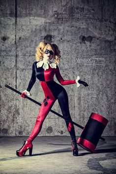 Harley Quinn Klassik-Cosplay-Fotos von FaelivrinPrints auf Etsy --Be your own… Dc Cosplay, Cosplay Outfits, Best Cosplay, Cosplay Girls, Anime Cosplay, Disfarces Halloween, Halloween Karneval, Trendy Halloween, Harley Quinn Disfraz