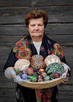 Pisanki na Wielkanoc 2018 – zobacz więcej pomysłów na werandacountry.pl #dekoracje #wielkanoc #zastawa #dekorowanie #dom #ozdoby #swiateczne #zajaczki #DIY #galeria #jaja #zajac #kroliczki #pisanki #koszyczek #koszyk  #stół #dodatki #motywy #decoration #easter #spring #bunny #xmas #home #ideas #inspirations #eggs #пасхальный #украшения #оформление #Pascua #ornamentación #decoración #Pasqua #decorazione #arredamento