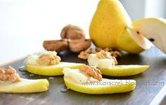 skoraq cooks: Finger food - gruszki z gorgonzolą, orzechami włoskimi i miodem / Finger food - pears with gorgonzola, walnuts and honey