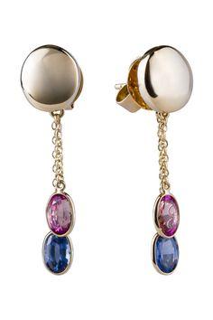 Aretes en oro amarillo de 14 kilates con zafiros. // 14K yellow gold earrings with sapphires.