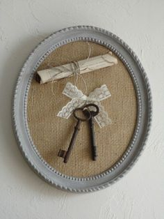 Cute and easy to decorate your home. Key Crafts, Frame Crafts, Decoration Shabby, Shabby Chic Decor, Vintage Crafts, Shabby Vintage, Shaby Chic, Empty Frames, Old Keys