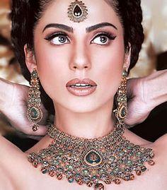 Nirmala, this is the kind of Indian jewelry I luuuuuuuvvvvvvvvv.  So drama!!!!!