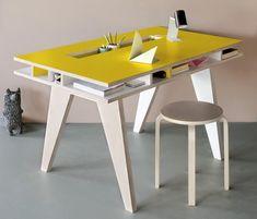 Благодаря разработке уникальной концепции рабочего стола из фанеры, голландский дизайнер Келли Смитс (Kellie Smits) стала известна не только как модельер детской одежды под маркой Buisjes & Beugels +++, но и как создатель Insekt Desk.