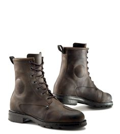 """<h4>Urban Commuting / All Weather</h4> This """"construction boot"""" style is rugged and versatile, for urban to rural casual riders <h4>Features:<small></small></h4> <img class=""""alignnone size-full wp-image-20507"""" src=""""http://ridetcxboots.com/wp-content/uploads/2016/03/x-blend_CE.jpg"""" alt=""""TCX X-Blend Boot Certification"""" width=""""253"""" height=""""50"""" /> <h4>Colors:<small>Vintage brown, Black</small></h4> <h4>Sizes:<small>6 -12.5 (EU 39 -47)</small></h4> <ul> <li>Full grain vintage leather…"""