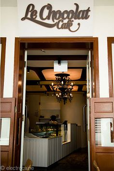 chocolate-cafe-design-entrance