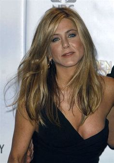 Jennifer Aniston See Through Jennifer Aniston Style, Jennifer Aniston Pictures, Nancy Dow, Estilo Rachel Green, Jeniffer Aniston, John Aniston, Mode Outfits, Beautiful Celebrities, American Actress