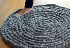 Drømmer du om at hækle dit eget cirkelformet tæppe? Vi har fundet den nemmeste DIY til dig.