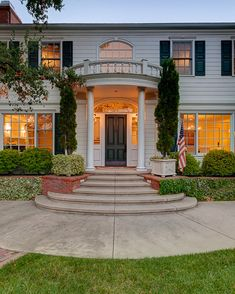 Vince Vaughn Colonial Mansion in CA - another option for current house - front steps