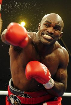 Evander Holyfield- 'The Real Deal'. Ufc, Boxing History, Boxing Champions, Sport Icon, Boxing Workout, Boxing Boxing, Combat Sport, Sports Figures, World Of Sports