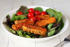 5 tips for amazing Tempeh! Tempeh is an excellent plant-based source of protein that undergoes very little processing and contains a lot of nutrients. improve your tempeh game with these tips. How To Cook Tempeh, Guacamole, Whole Food Recipes, Cooking Recipes, Cooking Tips, Vegetarian Recipes, Healthy Recipes, Tofu Recipes, Bon Appetit