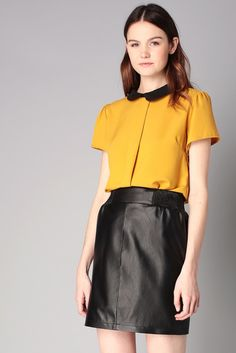 Blouse moutarde col claudine By Monshowroom sur MonShowroom.com Winter Style, Fall Winter, Monshowroom, Leather Skirt, Winter Fashion, Blouses, Dreams, Book, Skirts
