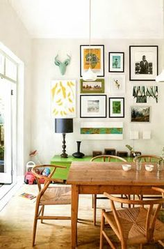 Don't you just love this space? Think I need to hang all the way up my walls, too.