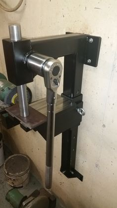 My Home made adjustable arbor press with rachet handle - Philippe Giordano - Photo Garage Tools, Garage Shop, Garage Workshop, Metal Working Tools, Metal Tools, Metal Projects, Welding Projects, Cool Tools, Diy Tools
