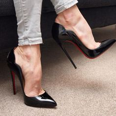 Black patent pumps, arches, and toe cleavage