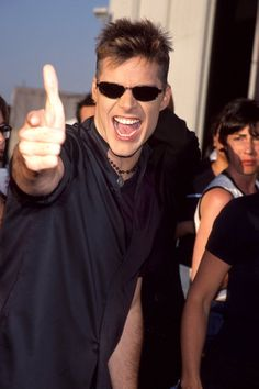 """Pin for Later: The Most '90s-tastic Moments From the MTV Movie Awards Ricky Martin lived la vida loca. In 1999, the year """"Livin' la Vida Loca"""" came out, Ricky Martin had plenty to smile about at the MTV Movie Awards."""