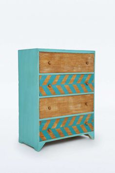 Gemusterte Kommode aus Holz mit Schubladen - Urban Outfitters