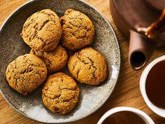 Galettes à la mélasse | Mordu Scones, Biscotti, Macarons, Deserts, Lunch, Snacks, Vegan, Cookies, Baking