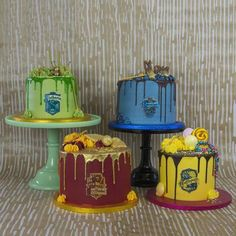 - - Harry Potter Cakes - recipe for Butterbeer cake! Harry Potter Cupcakes, Harry Potter Torte, Harry Potter Desserts, Harry Potter Motto Party, Harry Potter Treats, Harry Potter Thema, Harry Potter Birthday Cake, Theme Harry Potter, Harry Potter Food