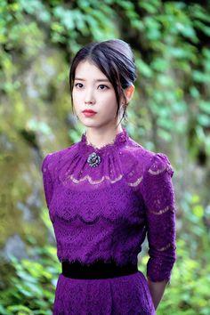 I'm in love with IU's styling in 'Hotel del Luna'! Luna Fashion, Kpop Fashion, Korean Fashion, Japanese Fashion, Korean Beauty, Asian Beauty, Iu Moon Lovers, Korean Celebrities, Celebs