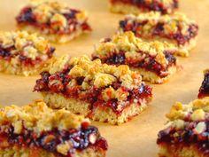 Batoane de ovaz cu gem - Batoane de ovaz cu gem Muffin, Breakfast, Food, Morning Coffee, Eten, Cupcakes, Muffins, Meals, Morning Breakfast