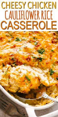 CHEESY CHICKEN AND CAULIFLOWER RICE CASSEROLE! Easy, oven baked Chicken Cauliflower Rice Casserole with a cheesy, creamy sauce mixed through it all, is a simple dinner recipe cooked in just one pan. This awesome low-carb casserole packs a lot of flavor in Easy Oven Baked Chicken, Easy Crockpot Chicken, Cheesy Chicken, Chicken Cauliflower Casserole, Cauliflower Recipes, Oven Baked Cauliflower, Low Carb Chicken Casserole, Zucchini Casserole, Poulet Keto