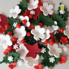 CHRISTMAS+CAKE+TOPPERS+Edible+Sugar+Paste+Flowers+Cup+Cake+Decorations+Holly+Ivy