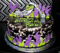 Airbrushed skull birthday cake. 1147758_10200518815712152_870050960_o.jpg (1188×1052)