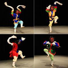 강령탈춤의 노장 Korean Traditional Dress, Traditional Fashion, Traditional Art, Traditional Paintings, Asian Steampunk, Mask Dance, Korean Design, Korean Products, Mysterio Spiderman
