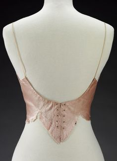 Evening bodice (image 3) | Charles James | American | 1937-1939 | satin | Victoria & Albert Royal Museum | Museum #: T.288-1978