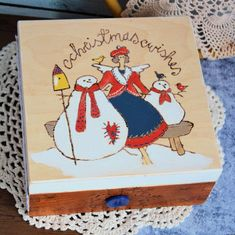 Pudełko drewniane - Christmas wishes / Życzenia Bożonarodzeniowe #wood #box #love #woodburned #tilda #handpainted #snowman #christmas @pracownia.malykoziolek #christmasgift Decoupage, Coasters, Sweet Home, Romantic, Wreaths, Candles, Rustic, Pillows, Box