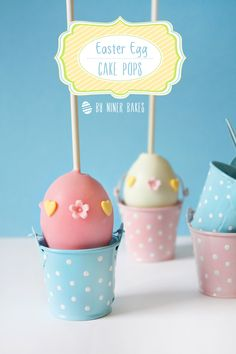 How Eggcelent: Simple Easter Egg Cake Pops! - via niner bakes (mini desserts deutsch) Cupcakes, Cupcake Cakes, Easter Egg Cake Pops, Easter Eggs, Easter Food, Chocolates, Easter Dinner Recipes, Cookie Pops, Drop Cookies