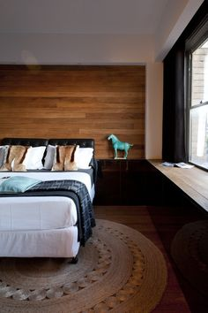 Contemporary Bedroom Design Ideas, Pictures, Remodel and Decor Timber Feature Wall, Feature Wall Bedroom, Feature Walls, Timber Walls, Wood Panel Walls, Contemporary Bedroom, Modern Bedroom, Earthy Bedroom, Home Bedroom