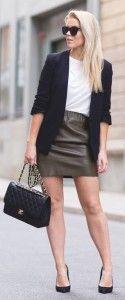 Tinuta office cu fusta de piele Work Fashion, I Love Fashion, Autumn Fashion, Skirt Outfits, Casual Outfits, Fashion Outfits, Womens Fashion, Green Leather Skirt, Leather Skirts